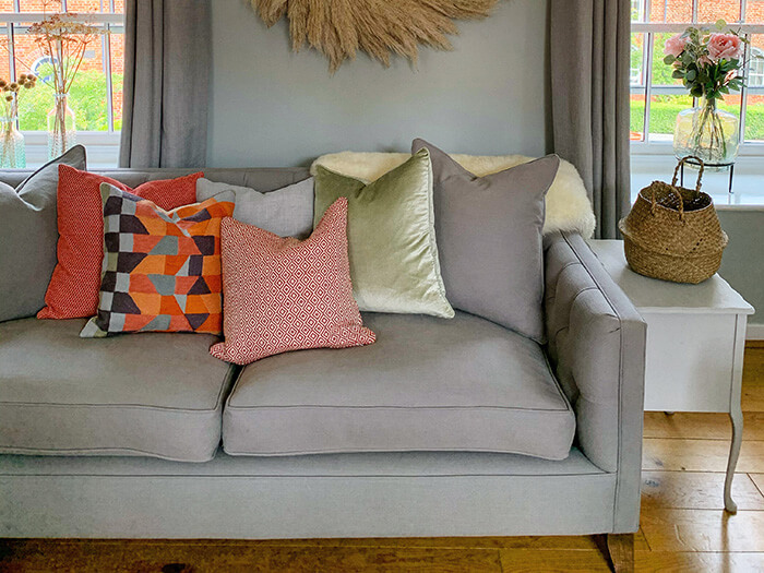 ttps://zoom.sofasandstuff.com/assets/images/hre/Hero Images/3se/4 Haresfield Sofa in Viking 37 Grey @flat.52 Octavia.jpg